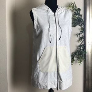 Mondetta vest two pockets in front ivory